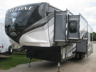 2019 Heartland Cyclone FW Toy Hauler 4007 in Katy, TX 77494