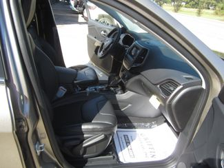 2019 Jeep Cherokee Latitude Plus Houston, Mississippi 10