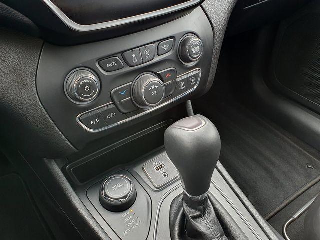 "2019 Jeep Cherokee Latitude Plus 4X4 w/Leather/Uconnect/17"" Alloys in Louisville, TN 37777"