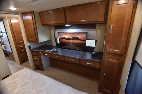 2465 Lance 2019 Travel Trailer 24'11