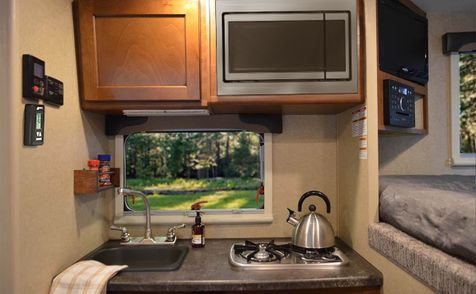 650 Lance 2019 Truck Camper Short Bed   in Livermore, California