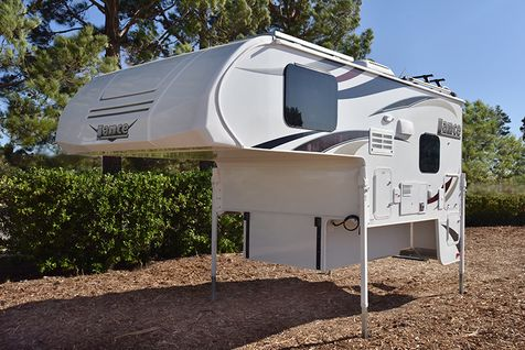 825 Lance 2019 Truck Camper Short Bed   in Livermore, California