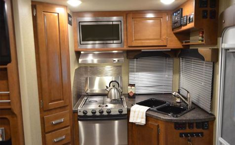 975 Lance 2019 Truck Camper Long Bed   in Livermore, California