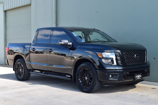 2019 Nissan Titan SV Midnight Edition  | Arlington, TX | Lone Star Auto Brokers, LLC-[ 2 ]