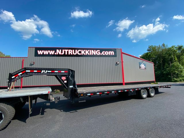 2019 Other PJ TRAILERS GOOSENECK LOW-PRO WITH HYDRAULIC DOVE in Woodbury, New Jersey 08093
