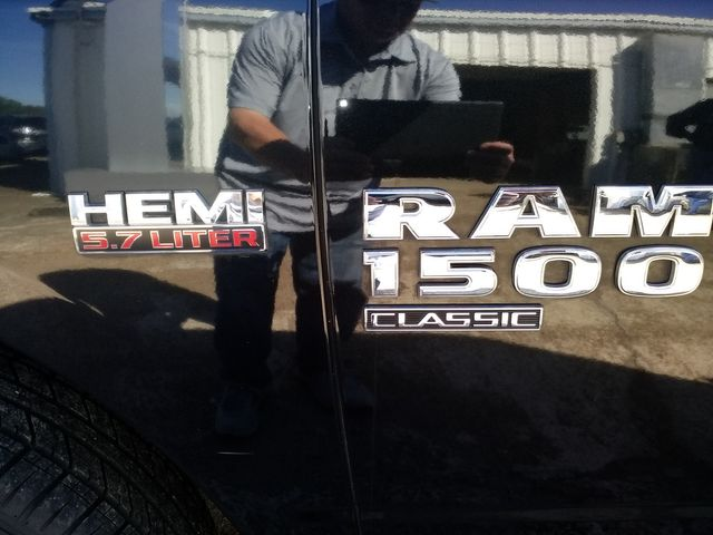 2019 Ram 1500 Crew Cab 4x4 SLT Houston, Mississippi 7