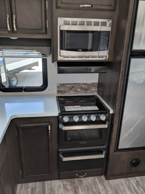 2019 Starcraft Telluride 289RKS Mandan, North Dakota 10