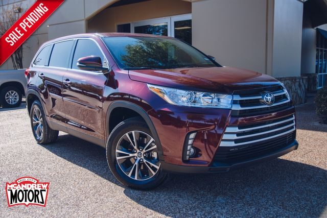 2019 Toyota Highlander LE in Arlington, Texas 76013