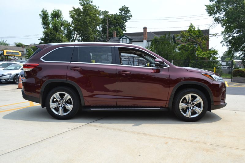 2019 Toyota Highlander Limited  city New  Father  Son Auto Corp   in Lynbrook, New