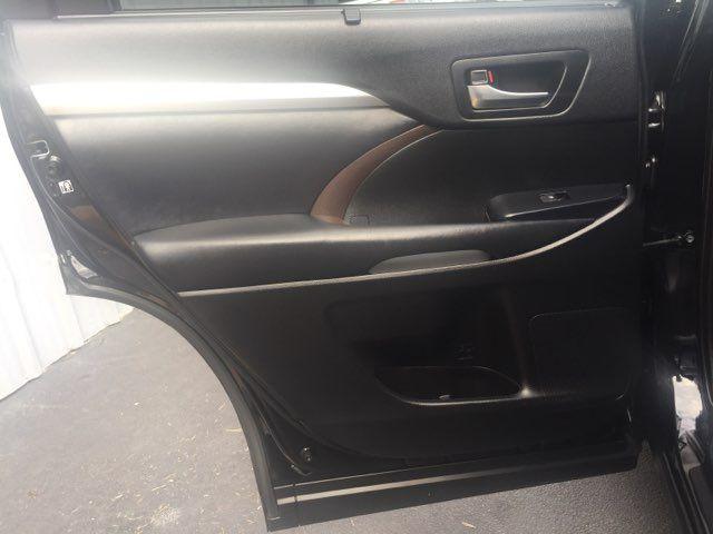 2019 Toyota Highlander XLE in San Antonio, TX 78212