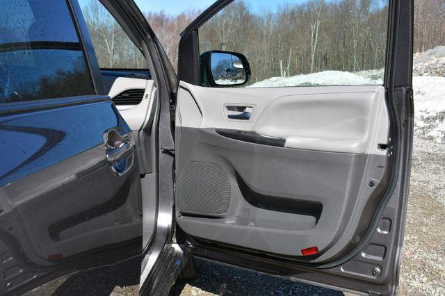 2019 Toyota Sienna LE AWD Naugatuck, Connecticut 12