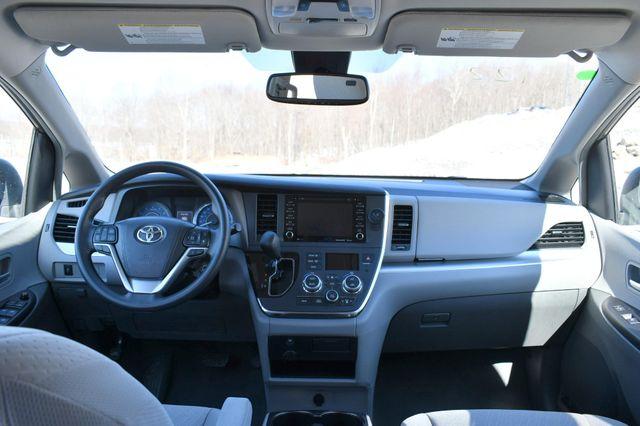 2019 Toyota Sienna LE AWD Naugatuck, Connecticut 18