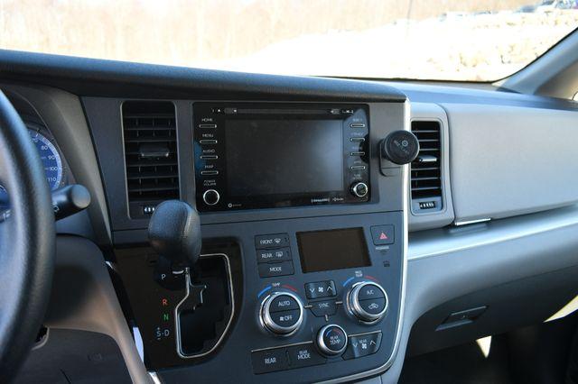 2019 Toyota Sienna LE AWD Naugatuck, Connecticut 23