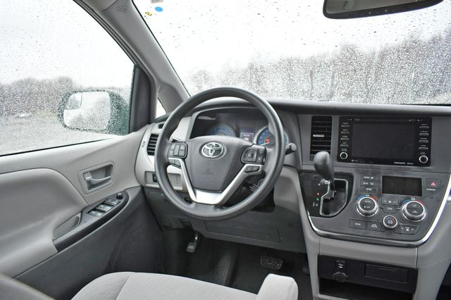 2019 Toyota Sienna LE AWD Naugatuck, Connecticut 16