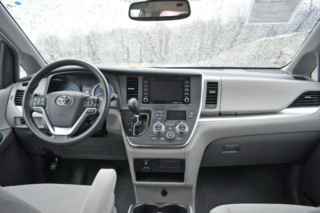2019 Toyota Sienna LE AWD Naugatuck, Connecticut 17
