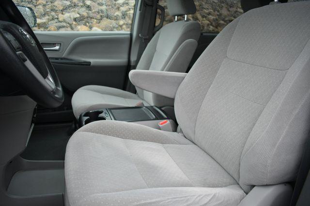 2019 Toyota Sienna LE AWD Naugatuck, Connecticut 19