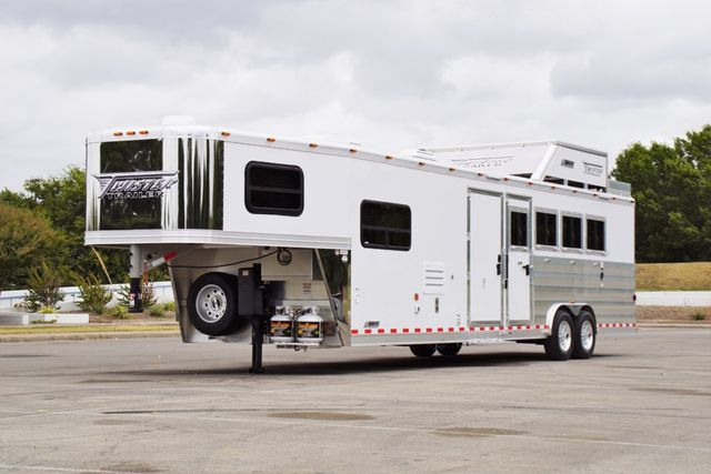 2019 Twister Living Quarters 4H w/ Midtack and Hay Pod in Fort Worth, TX 76111