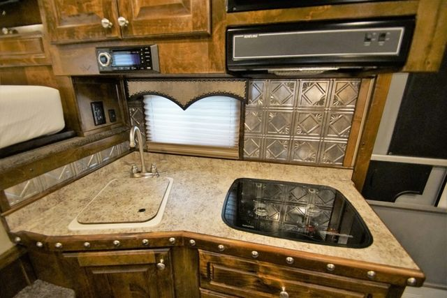 2019 Twister Living Quarters 4H w/ Midtack and Hay Pod in Keller, TX 76111