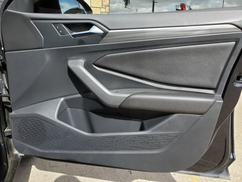 2019 Volkswagen Jetta SEL  Brownsville TX  English Motors  in Brownsville, TX