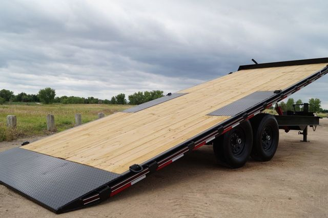 2020 Diamond C 22' DEC Deck Over Power Tilt