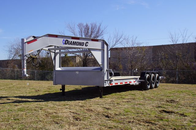 2020 Diamond C HDT 25' Triple axle tilt Gooseneck in Keller, TX 76111