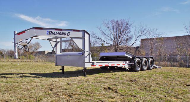 2020 Diamond C HDT 25' Triple axle tilt Gooseneck