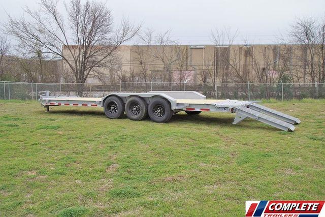 2020 Diamond C 26' HD TRIPLE AXLE W/ DRIVE OVER FENDERS in Fort Worth, TX 76111