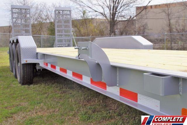 2020 Diamond C 26' HD TRIPLE AXLE W/ DRIVE OVER FENDERS in Keller, TX 76111
