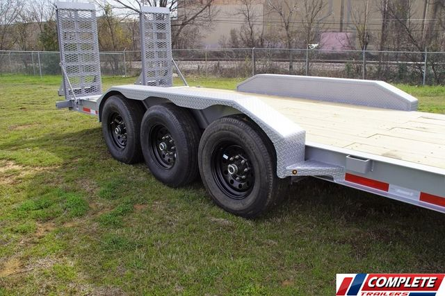 2020 Diamond C 26' HD TRIPLE AXLE W/ DRIVE OVER FENDERS in Fort Worth, TX 76111