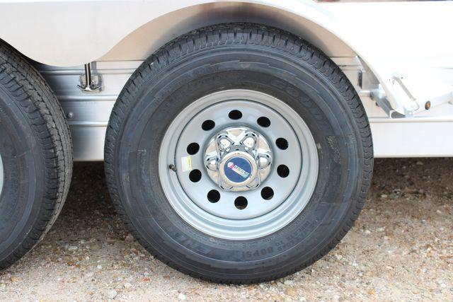 2020 Featherlite 3110 20' FLATBED OPEN CAR TRAILER RAISED DECK RUB RAILS CONROE, TX 17