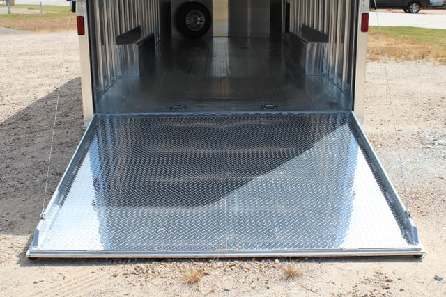2020 Featherlite 4926 24' BUMPER PULL ENCLOSED CAR HAULER CONROE, TX 16
