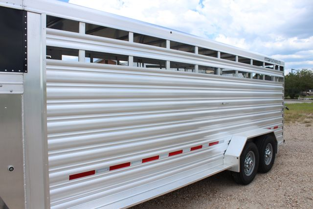 2020 Featherlite 8117 - 20 STOCK 20' GN LIVESTOCK & CATTLE CONROE, TX 5