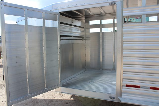 2020 Featherlite 8127 - 20 20' V-NOSE LIVESTOCK TRAILER 7' TALL & 7'WIDE CONROE, TX 10