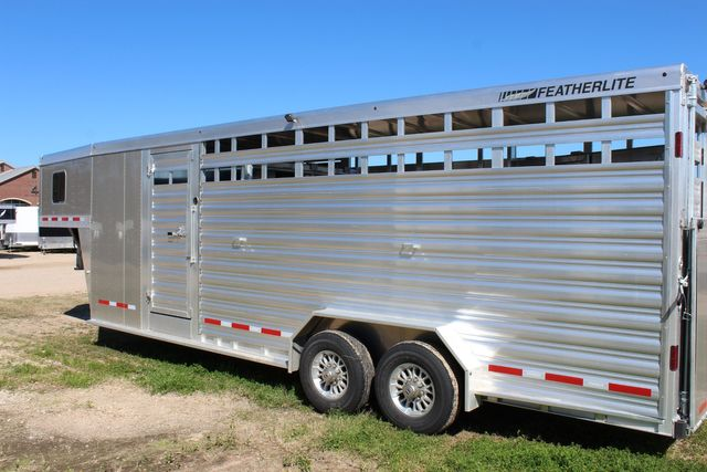 2020 Featherlite 8413 - STOCK COMBO 24' LIVESTOCK COMBO WITH 4' TACK CONROE, TX 11