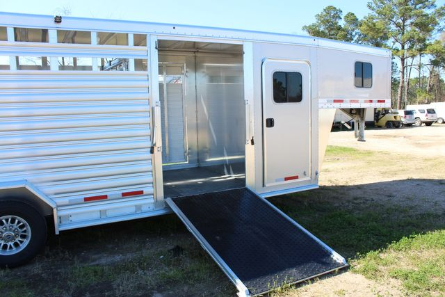 2020 Featherlite 8413 - STOCK COMBO 24' LIVESTOCK COMBO WITH 4' TACK CONROE, TX 25