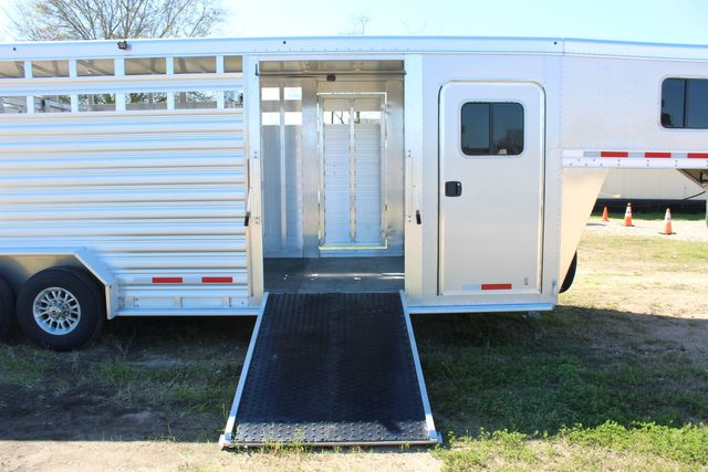 2020 Featherlite 8413 - STOCK COMBO 24' LIVESTOCK COMBO WITH 4' TACK CONROE, TX 28