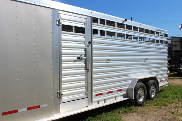 2020 Featherlite 8413 - STOCK COMBO 24' LIVESTOCK COMBO WITH 4' TACK CONROE, TX 7