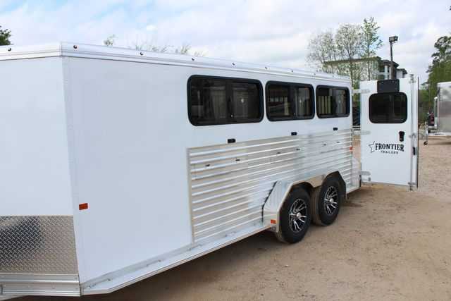 2020 Frontier LOW PRO SHOW 6 pen Livestock show trailer with adjustable pen system+ CONROE, TX 9