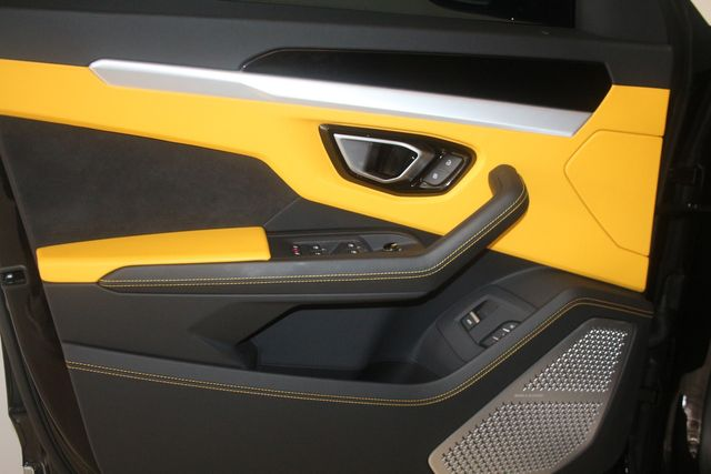 2020 Lamborghini Urus Houston, Texas 24