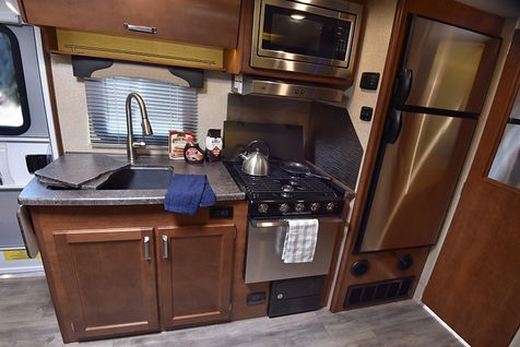 1985 Lance 2020 Travel Trailer 18' 9