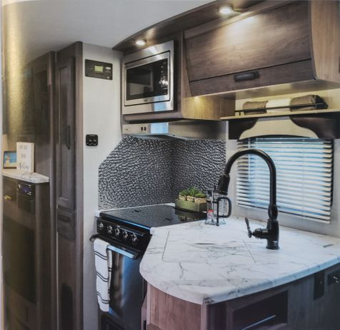 2445 Lance 2020 New Model! - Travel Trailer 24'11