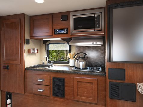 825 Lance 2020 Truck Camper   in Livermore, California