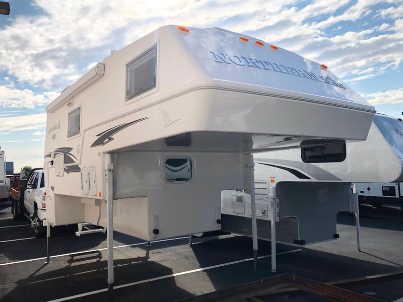 2020 Northern Lite 10-2EXCDLE Limited Edition Wet Bath  in Avondale AZ