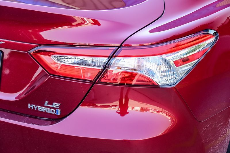 2020 Toyota Camry 2.5L 4-CYLINDER HYBRID LE/ FWD/ SAFETY PKG/ CLEAN! in Rowlett, Texas