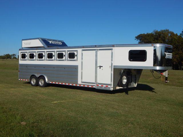 2020 Twister 6 Horse Trainer Trailer