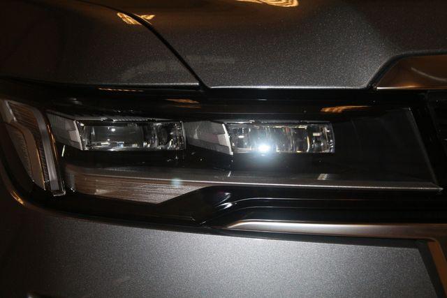 2021 Cadillac Escalade ESV Premium Luxury Houston, Texas 5