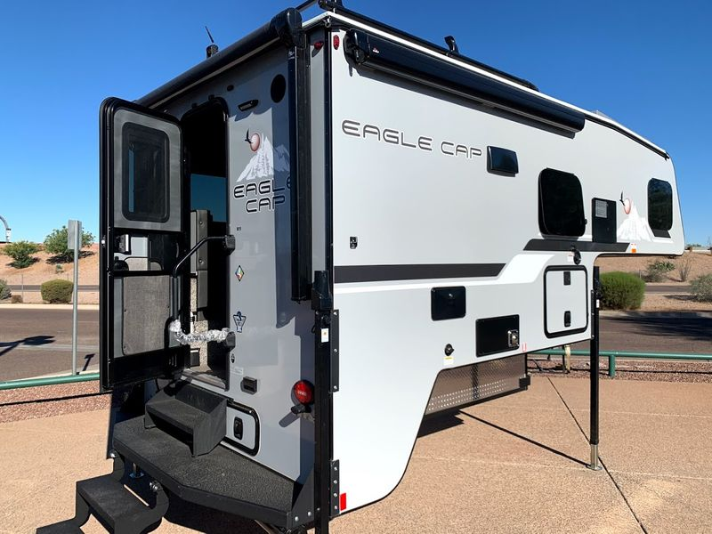 2021 Eagle Cap 811   in Avondale AZ