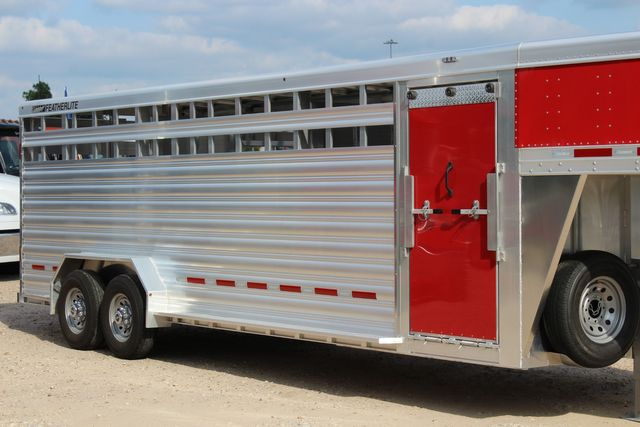 2021 Featherlite 8127 - LIVESTOCK 24' LIVESTOCK SHOW TRAILER WITH PEN SYSTEM RAMPS CONROE, TX 1