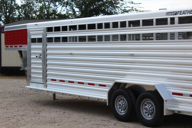 2021 Featherlite 8127 - LIVESTOCK 24' LIVESTOCK SHOW TRAILER WITH PEN SYSTEM RAMPS in Conroe, TX 77384