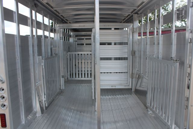 2021 Featherlite 8127 - LIVESTOCK 24' LIVESTOCK SHOW TRAILER WITH PEN SYSTEM RAMPS CONROE, TX 18